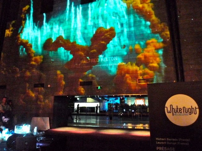 Live chemical theatre projection by Presage