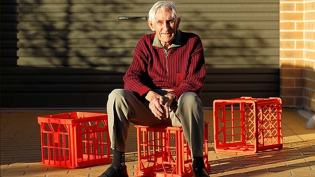 Geoff Milton, 87: Inventor of the Milk Crate