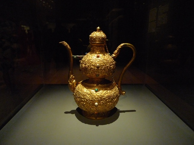 Ewer in gourd shape (longevity) with dragon design
