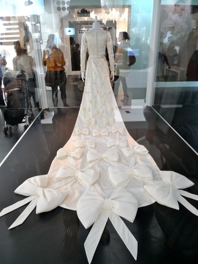The princesses wedding dress uses the bow
